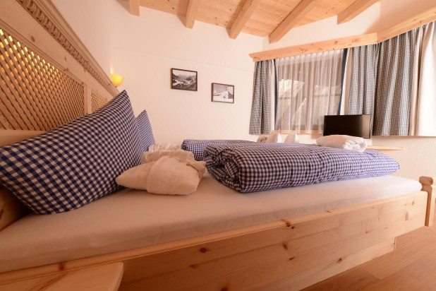 Chalet Sölden bedroom with balcony and Flat TV private sauna