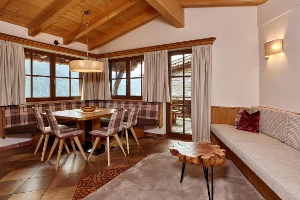 Chalet Sölden with living room balcony